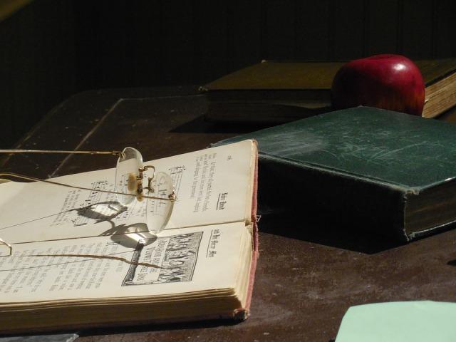 desk-1375312_960_720
